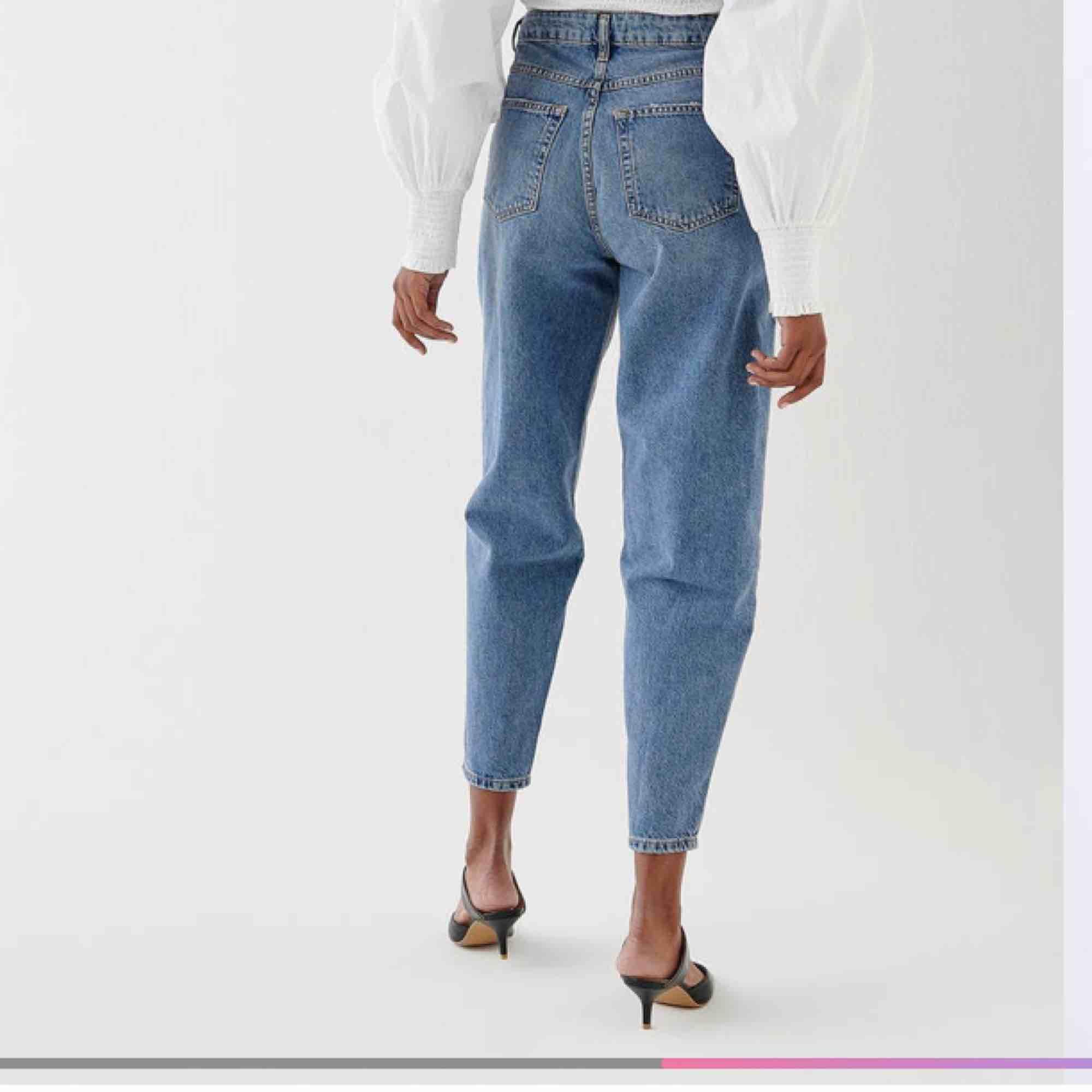 Fräna mom jeans från Gina, endast testade.  Fraktar endast, frakten är inkluderad i priset:) . Jeans & Byxor.