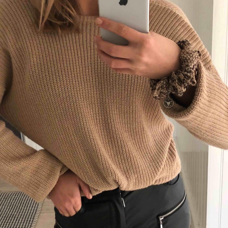SÅÅÅ fin stickad tröja från NA-KD i storlek S 🐻✌🏽 Använd en gång, som ny!!. Stickat.