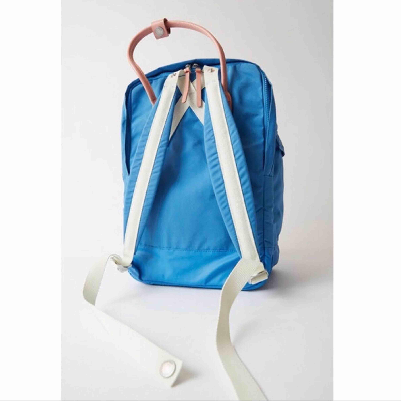 Säljer en HELT NY ryggsäck från Acne Studios och Fjällrävens samarbete ✌🏽💕 Prislapparna sitter kvar.  Nypris: 1800 kronor.. Accessoarer.