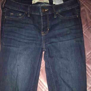 Grymt snygga hollister jeans! Formar rumpan snyggt.