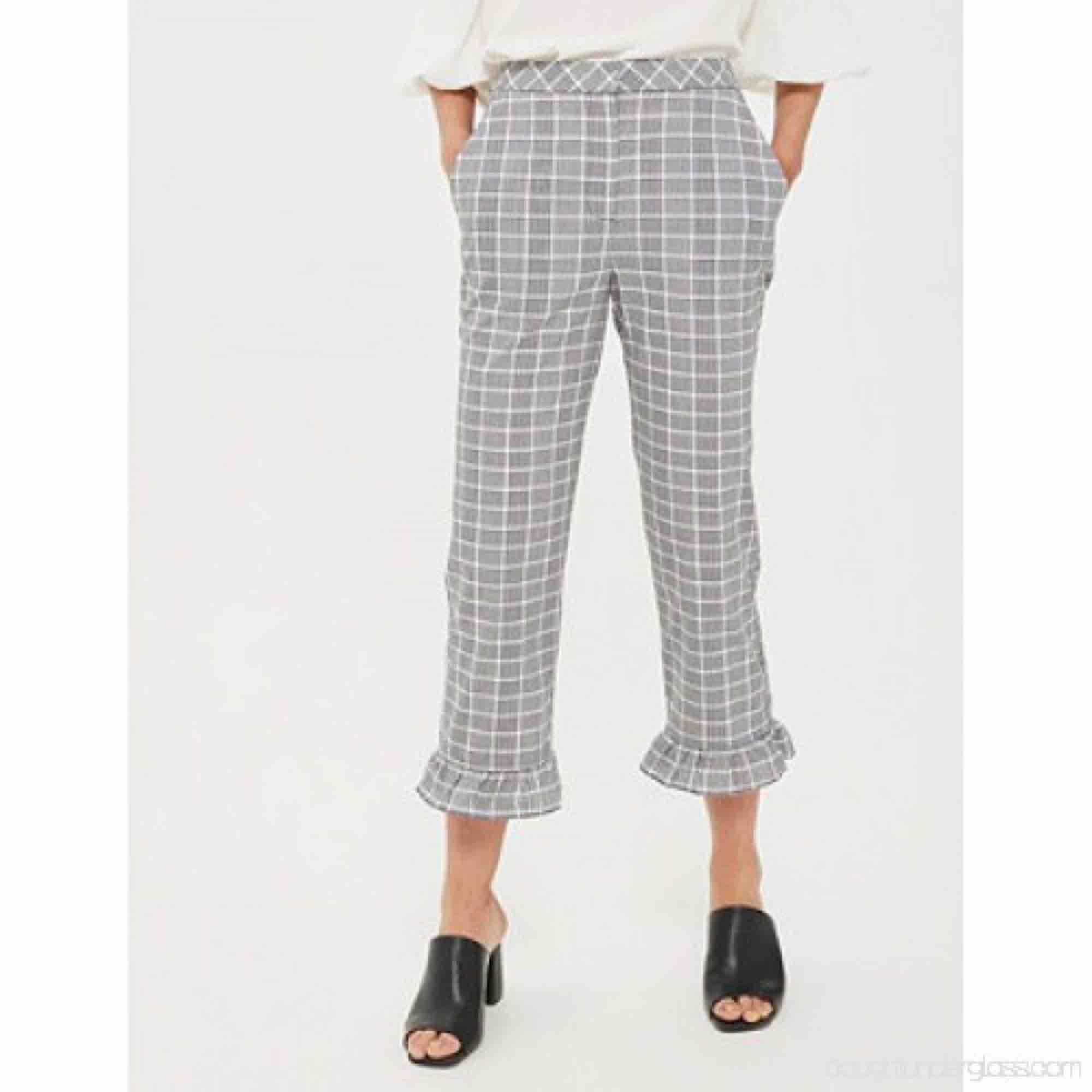 rutiga byxor från topshop ⚡️ . Jeans & Byxor.
