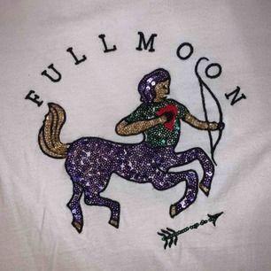 mega cool tshirt från zara med astrologi tryck 💫