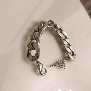 Chain bracelet. Endast använt en gång i nyskick!