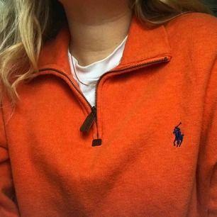 Orange Ralph lauren tröja. Mysig, varm och i jättefint skick. Skriv om du har några frågor!☺️