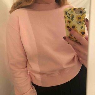 Fin rosa sweater från NAKD💞💞 Använd fåtal gånger☀️