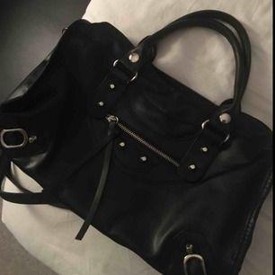 Balenciaga liknande väska Använd 2-3 gånger som helg ny