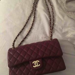 Chanel väska Vet ej om den är äkta Äkta lambskinn