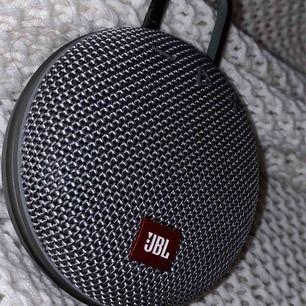 En jbl högtalare, sälj då den används här❤️