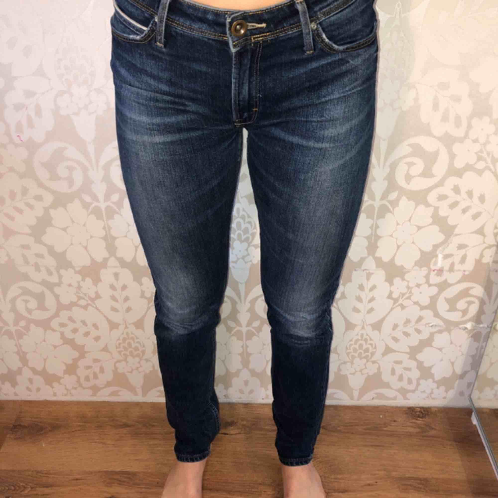 Perfekta Lee jeans! Storlek 29/32. Inte så stretchiga. Fri frakt. Jeans & Byxor.