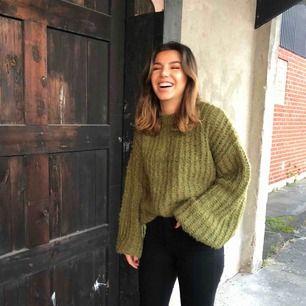 Grön härlig stickad tröja, perfekt nu när det är lite kyligare 🥰