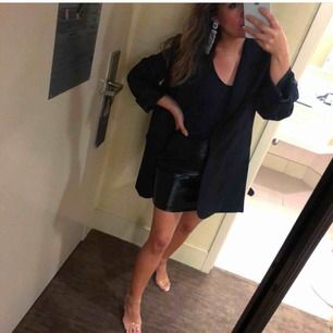 Jättefin kjol i perfekt skick från Nelly