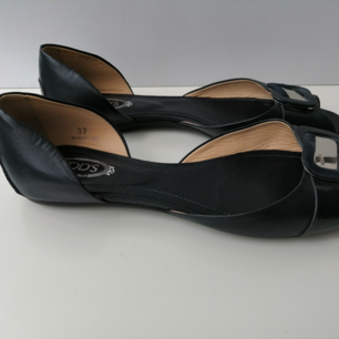 Tod's Women sandals, excellent condition, dustbag, authentic, size 37, insole 24cm, color navy, write me for more info and pics 🙂