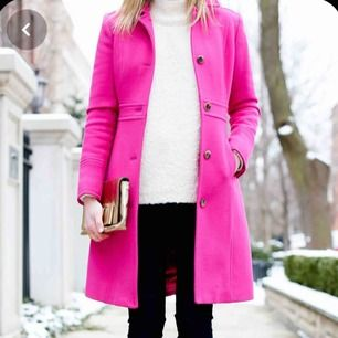 New winter Pink coat. Magenta colour made in Italy, size M, has 84cm length .-  Same colour and length from first picture.-