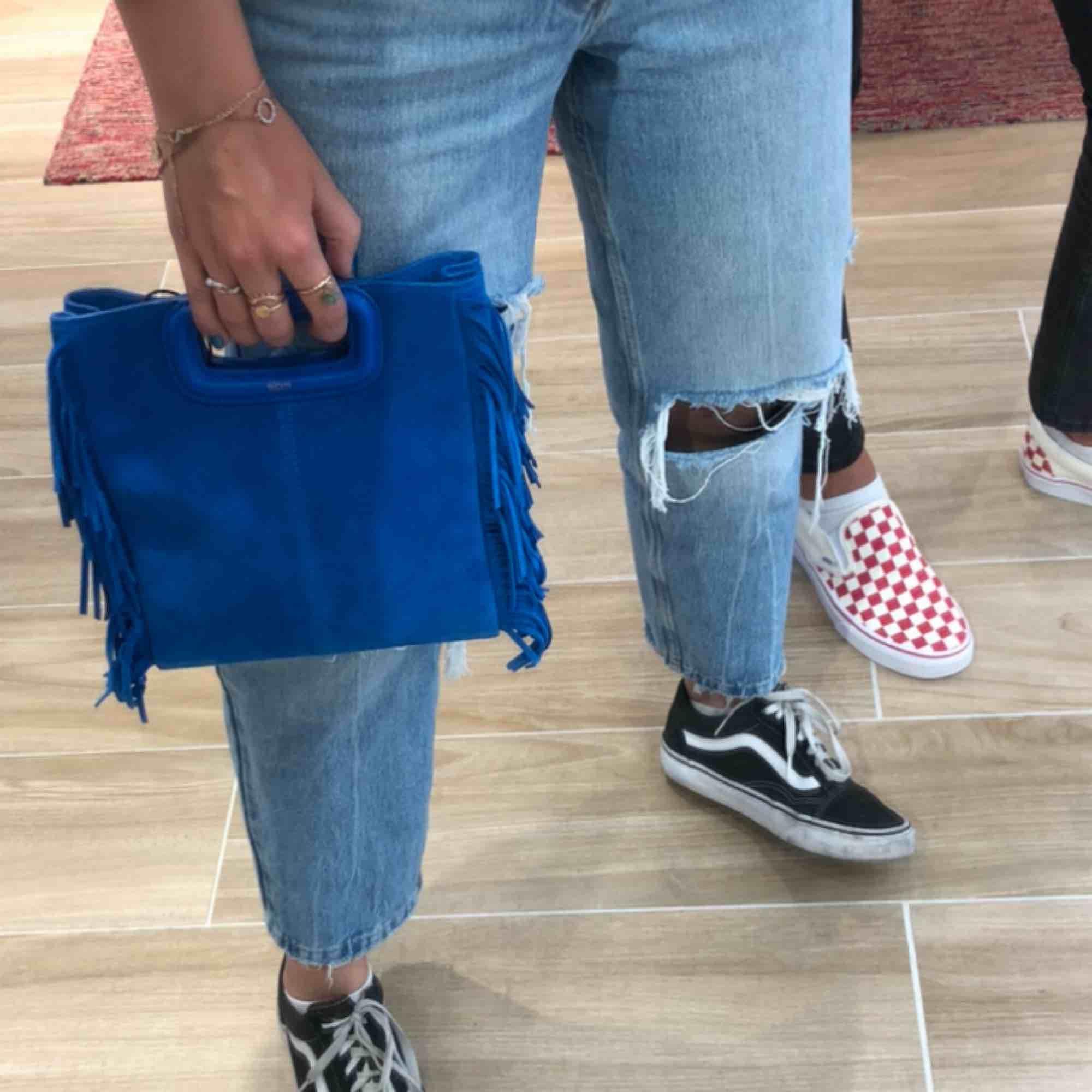 Hej, säljer nu ett par aaas snygga jeans från Zara, som är slutsålda i butik och på deras hemsida! Skriv för fler bilder✌🏼😎. Jeans & Byxor.