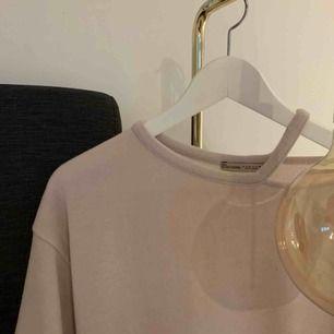 Superskön och användbar tröja från Zara som inte kommer till användning längre. Köpte den för ungefär 300kr. Köparen står för frakten.