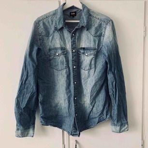 Jeans skjorta Köparen står för frakt