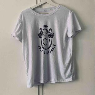 Vit t-shirt  Köparen står för frakt