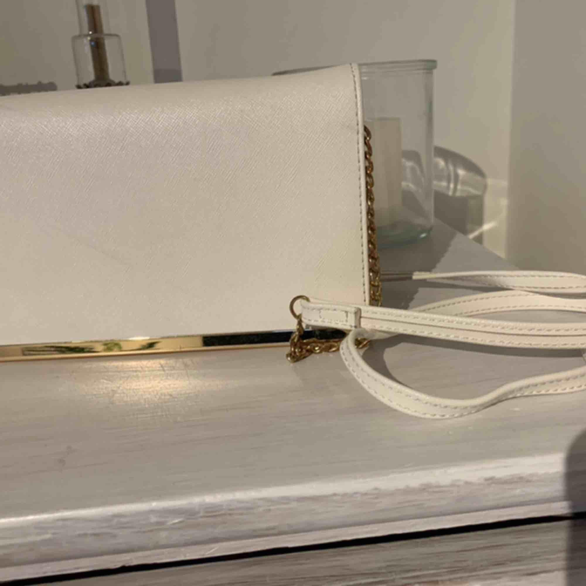 Superfin väska som tyvärr inte används lika mycket längre! Ge den en ny ägare. Köparen står för frakten.. Väskor.