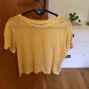 Vit och gul randig t-shirt