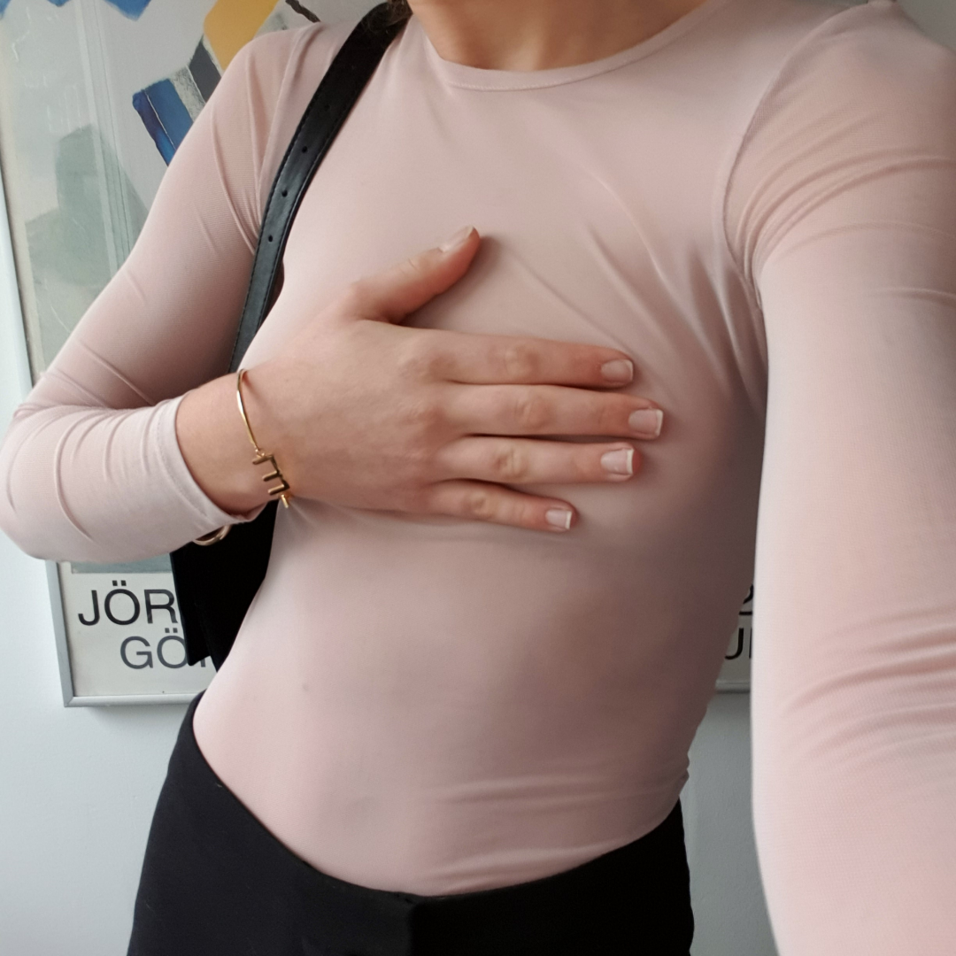 Mesh tröja från H&M. Bra skick, nypris 199kr. I storlek xs men passar mig som är s. Free the nipple förfan.. Toppar.