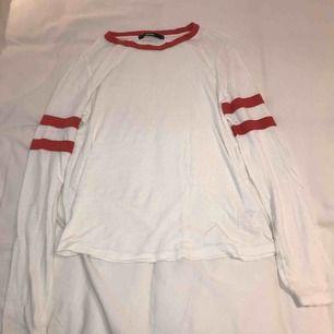 Säljer den här tröjan från bikbok. Köpt för 149kr, säljer för 50kr