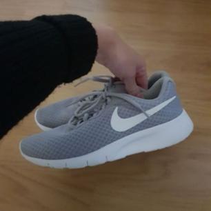 Nike tanjun skor använda 1 gång inne passar 38-39 köpta på sportamore