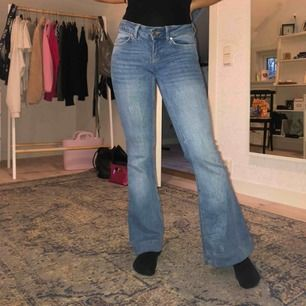 Lågmidjade jeans från Gina tricot i fint skick!! frakt ingår i priset!! dm:a för mer info 🦋🦋🦋