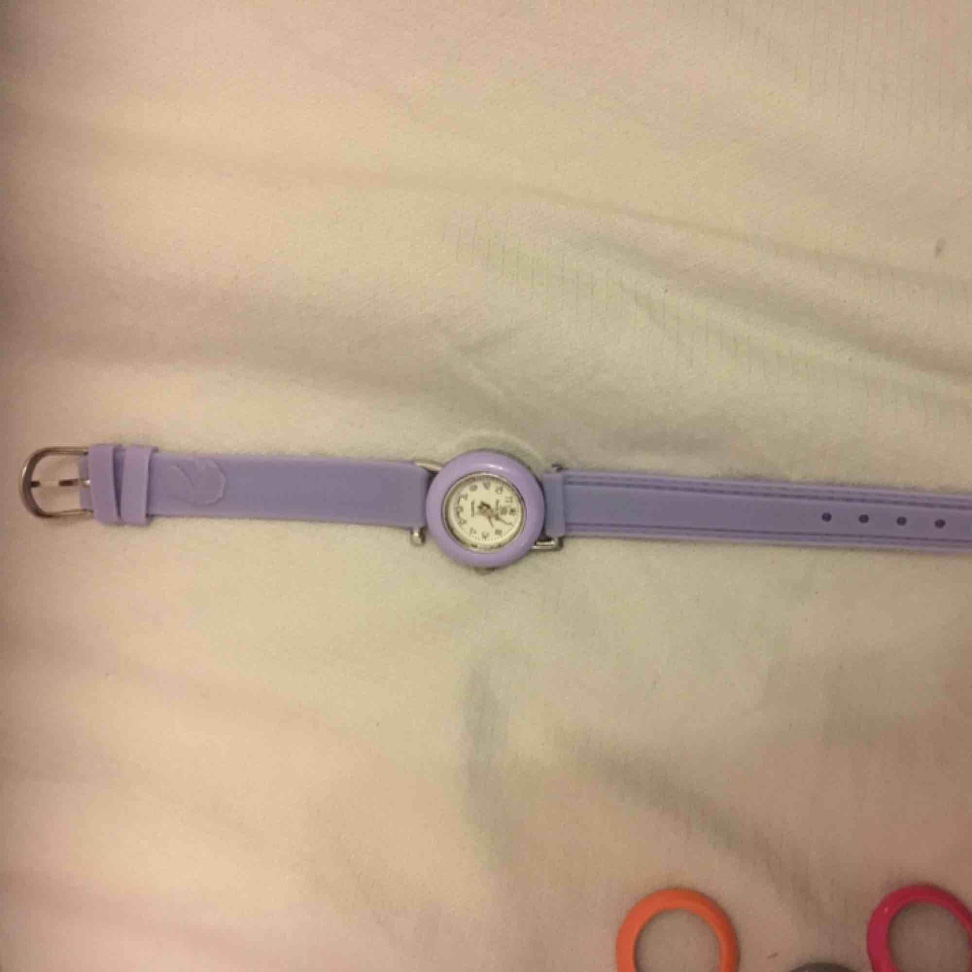 Klockor som jag aldrig använt man kan göra olika klockor priset kan duskuteras. Accessoarer.
