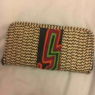 En plånbok från Colombia som är oanvänd