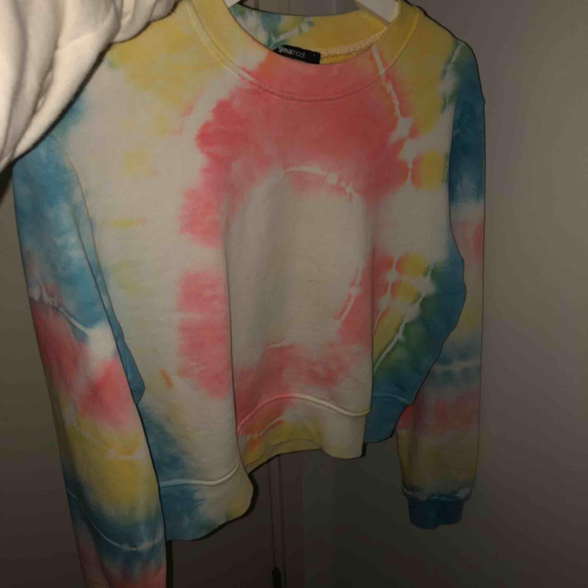Skit cool tröja från ginatricot. Köpt i somras och använd en gång, så den är som ny!❤️. Tröjor & Koftor.