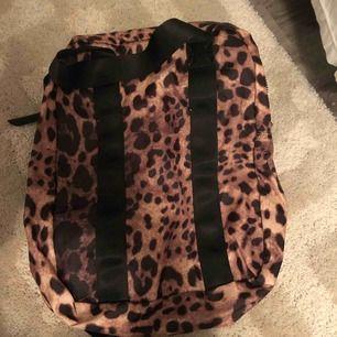 Leopard ryggsäck, normal stor, frakt tillkommer