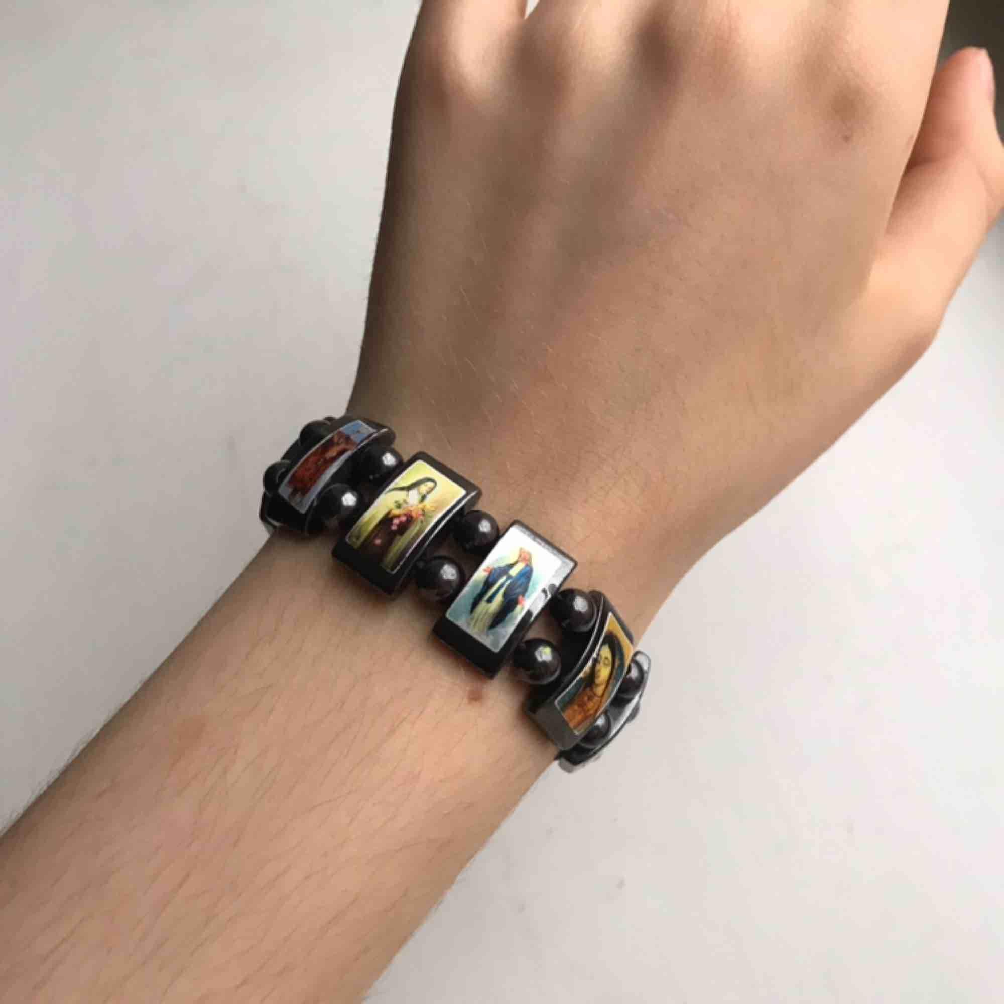 Armband med olika Kristna motiv!. Accessoarer.