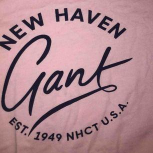 En rosa t-shirt från gant som bara har används fåtal gånger 🥰