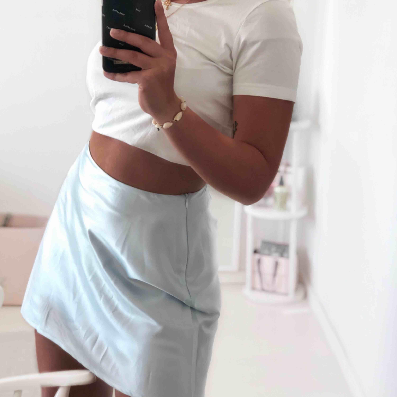 Satin kjol från chiquelle. Använd 2-3 gånger ✌🏽 35kr frakt. Kjolar.