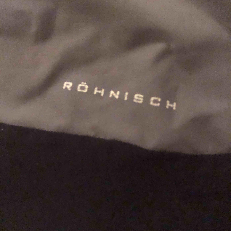 Träning t-shirt i stl. S från Röhnisch, en fläck i den nedre vänstra delen:/. T-shirts.