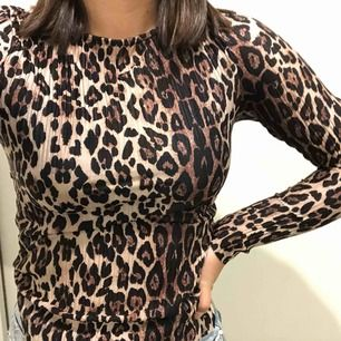 En skitsnygg tröja från GinaTricot! Ganska tajt material men skönt, köparen står för frakt!