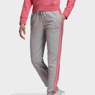Adidas Essentials 3-stripes byxor. Storlek XS.