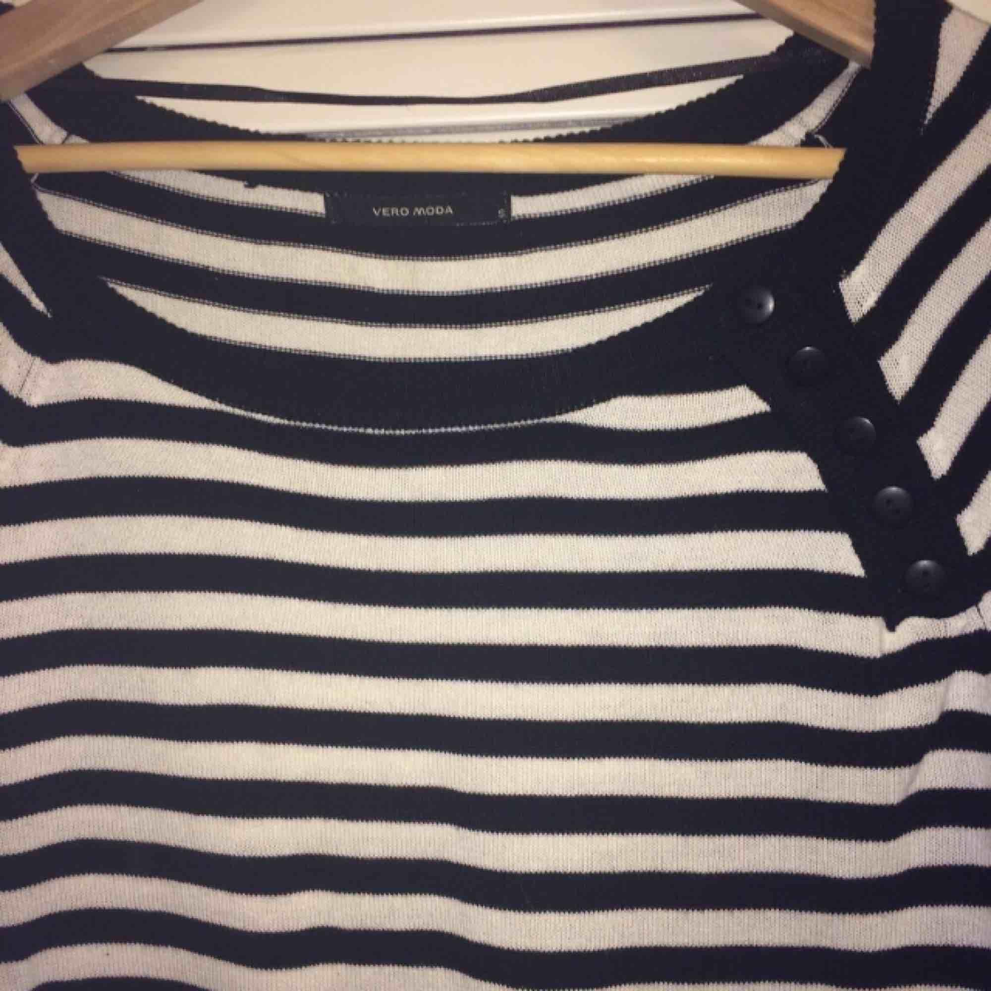 Stickad randig tröja från Veromoda. Stl S.. Tröjor & Koftor.