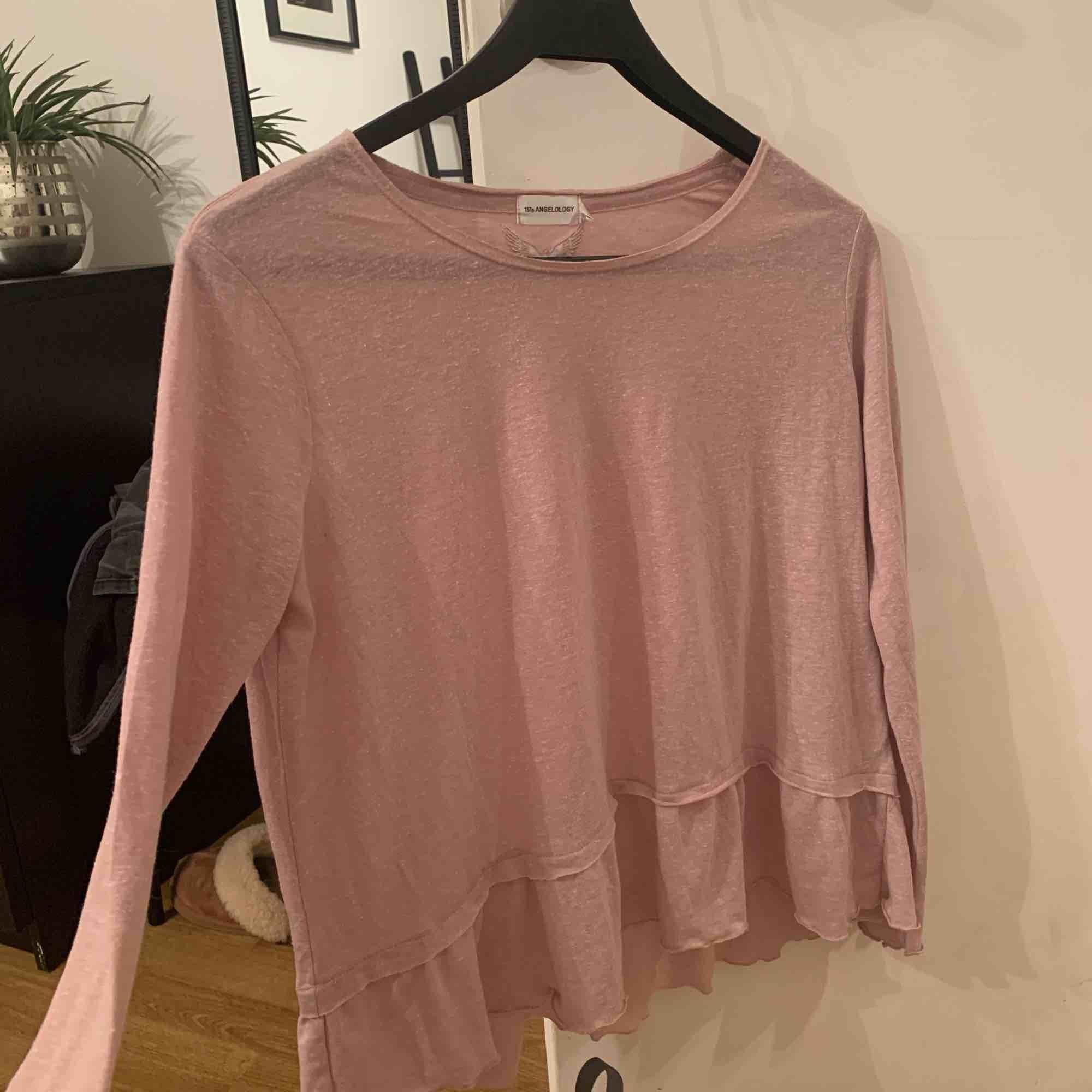 Hur gullig rosa aktig tröja från lager 157. Köpte för ungefär 100 och säljer nu för 80 då jag aldrig använt den. I väldig bra kvalitet. Pris kan diskuteras.. Tröjor & Koftor.
