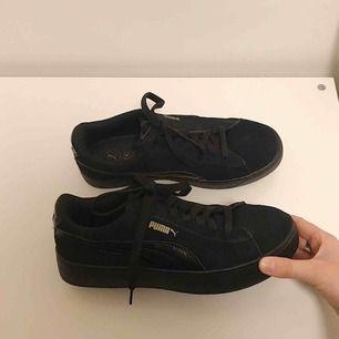 Säljer ett par otroligt snygga skor ifrån puma✨ säljer pågrund av att de tyvärr är för stora för mig:(, nyskick! Frakt tillkommer👼🏼