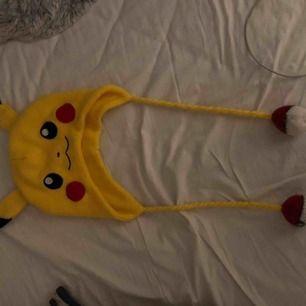 Säljer en supersöt pikachu mössa, hör av dig om du är intresserad 💓💕
