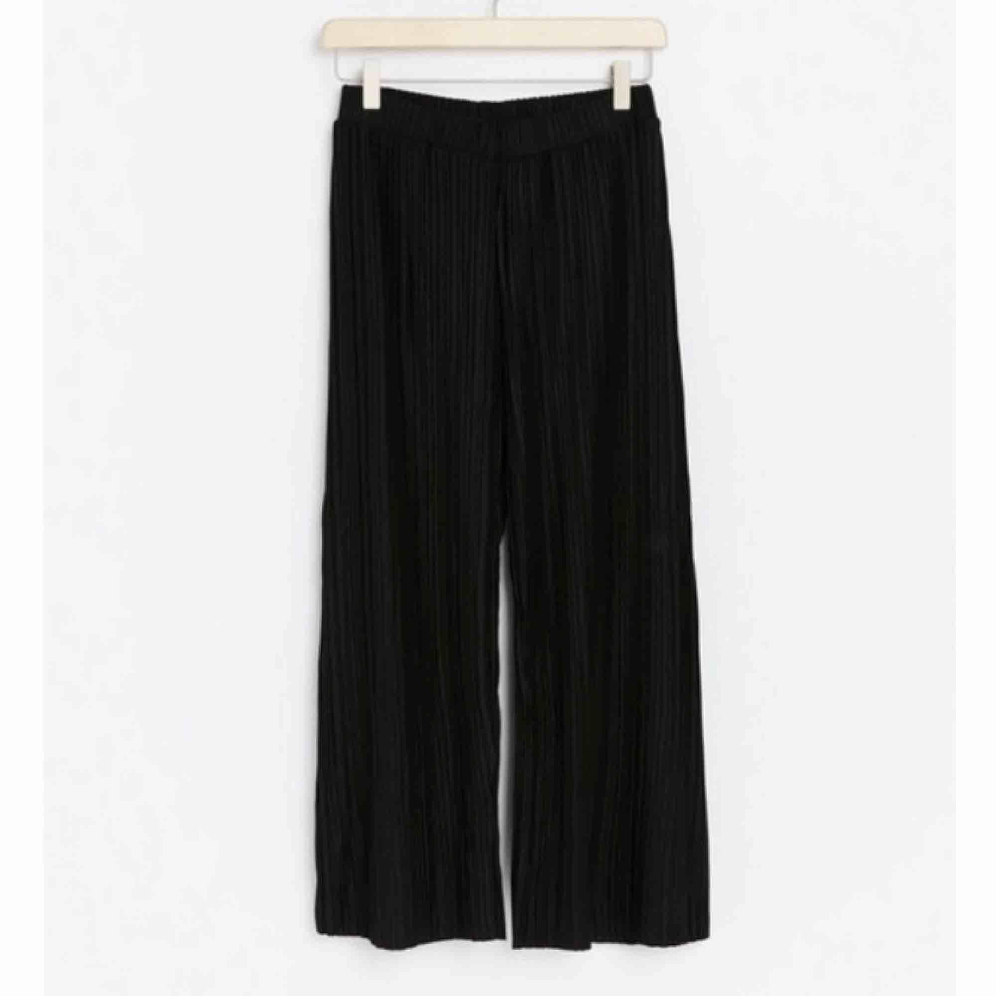 Plagget kan nog passa många storlekar beroende på vilken längd du vill ha! Orginal pris:249kr. Jeans & Byxor.