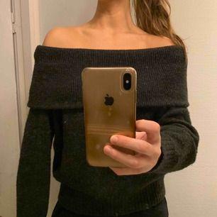 Stickad tröja från H&M, knappt använd. Orgpris: 299 kr. Köparen betalar frakten💗