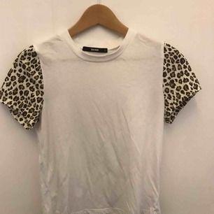 T-shirt från bikbok. Den är stor för mig därav inte använd. 79kr ink.frakt