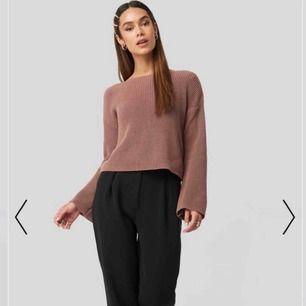Stickad tröja från NA-KD, använd fåtal gånger. Nypris 299 kr. Lite större i storleken så passar även XS/S.😁