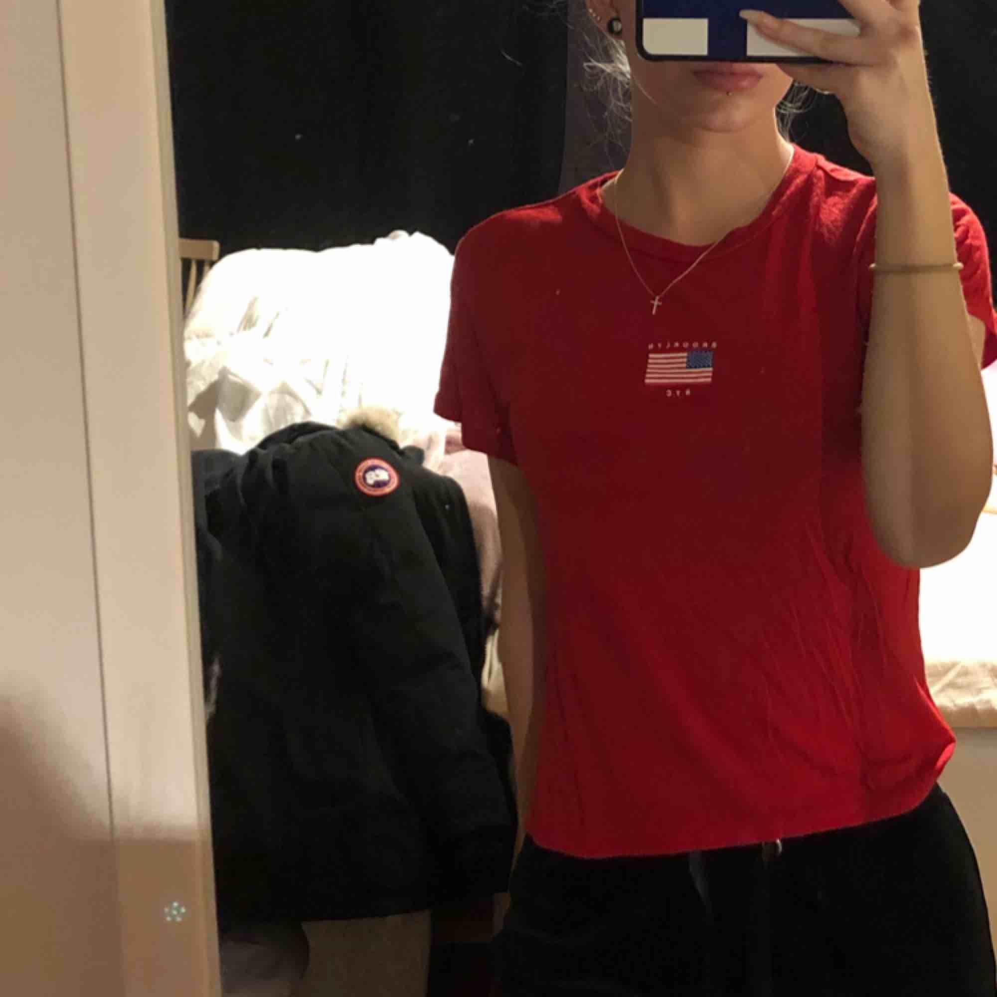 Röd t-shirt i storlek XS. Köparen står för frakten!🥰. T-shirts.