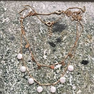 Två jätte fina halsband 30 kr styck!