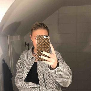Lite kortare jeansjacka från Zara, använd 1 gång