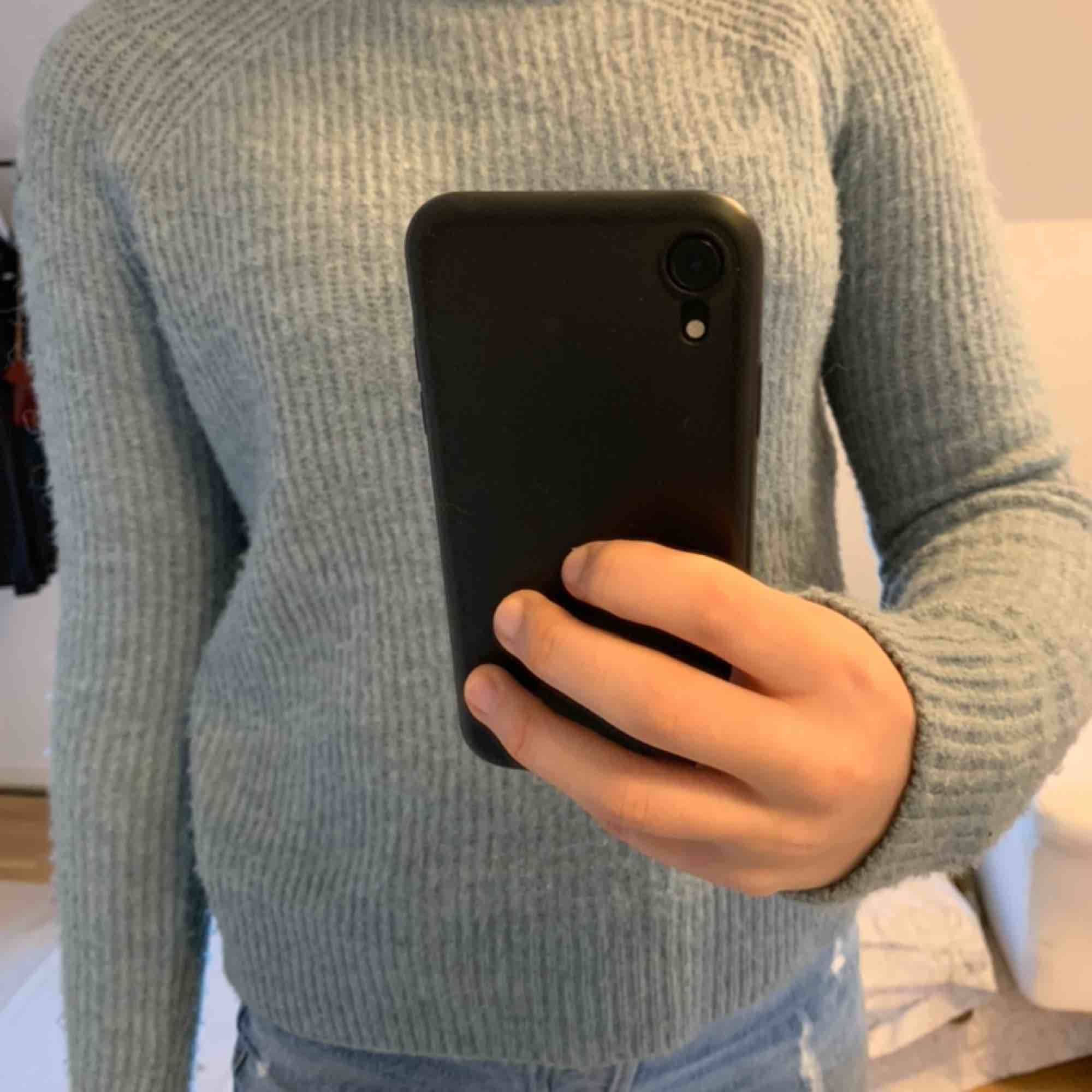 HM stickad tröja magisk färg och otroligt mjuk! Passar mig som är S. Tröjor & Koftor.