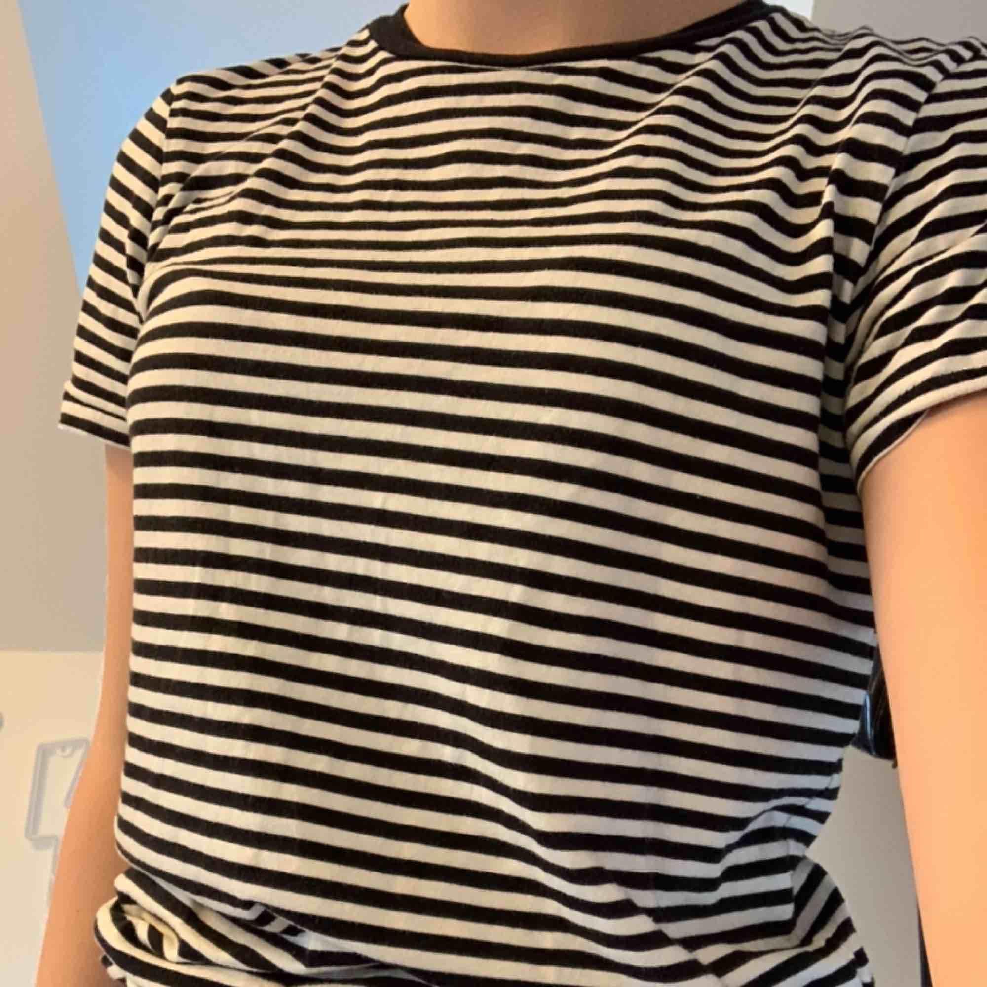 Randig t-shirt superfin och bra kvalité. T-shirts.